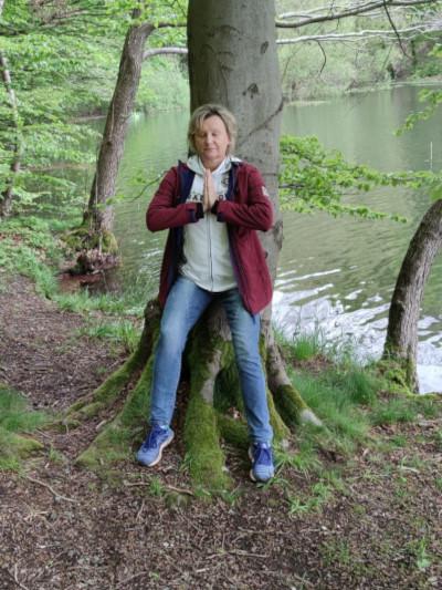 Vera am Baum
